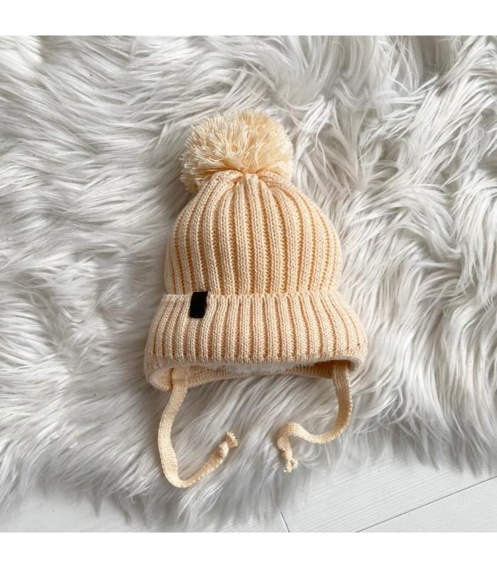 Зимняя шапочка вязаная беж на махре для новорожденного
