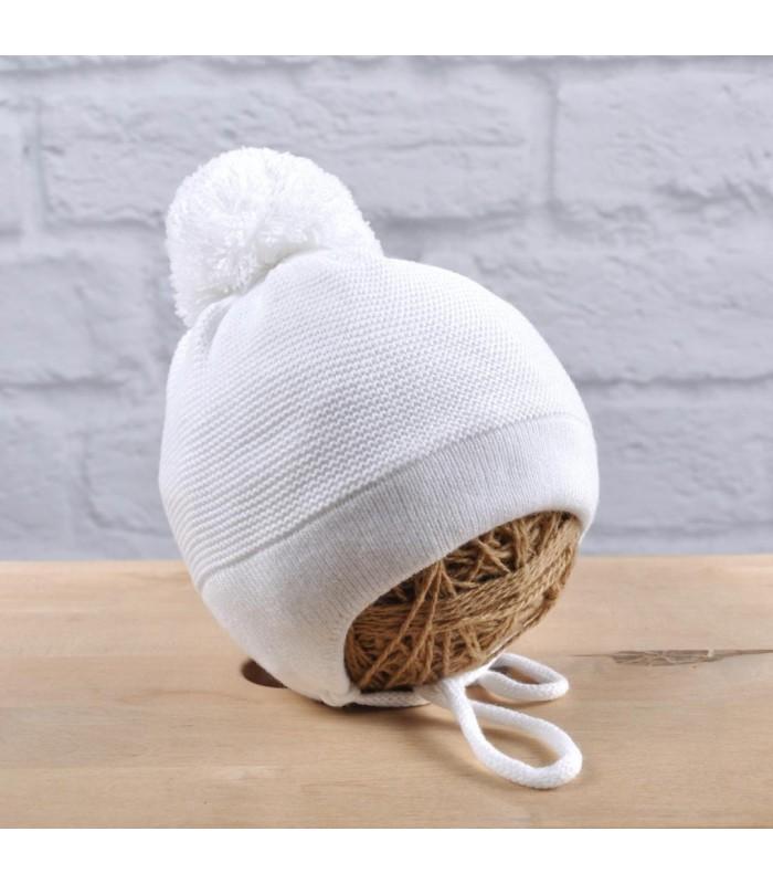 Вязаная шапочка деми белая